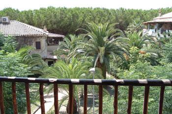 Il-Villaggio-incastonato-tra-la-vegetazione