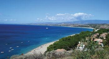 Veduta-panoramica-di-Praialonga-e-della-sua-spiaggia