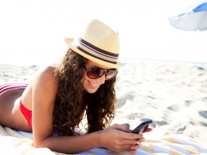 smartphone-at-the-beach
